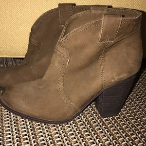 VinceCamito boots bootie brown suede size 10 new